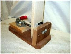 Pocket Hole Jig- DIY : 4 Steps (with Pictures) - Instructables Diy Projects Plans, Diy Wood Projects, Diy Projects To Try, Wood Crafts, Woodworking Bench Plans, Woodworking Guide, Easy Woodworking Projects, Wood Plans, Pocket Hole Jig