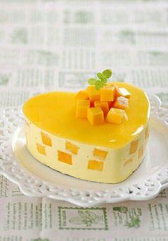 Porque lo más rico de la comida es el postre... Consiente a tu familia con ésta deliciosa gelatina de mango que además es muy fácil de hacer.