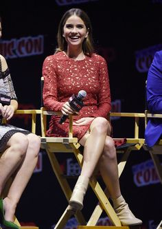 """Shelley Hennig Photos - Shelley Hennig attends the """"Teen Wolf"""" Final Farewell during day 3 of 2016 New York Comic Con Comic Con at Hammerstein Ballroom on October 2016 in New York City. - 'Teen Wolf' Final Farewell at New York Comic Con Malia Hale, Shelley Hennig, Look Boho, Celebs, Celebrities, Cute Photos, Beautiful Actresses, October 8, Actors"""