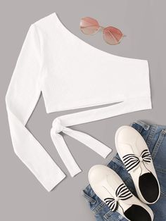 To find out about the One Shoulder Knot Rib-knit Crop Top at SHEIN, part of our latest T-Shirts ready to shop online today! Grunge Look, 90s Grunge, Grunge Style, Soft Grunge, Grunge Outfits, Crop Top Outfits, Cute Casual Outfits, Summer Outfits, Strappy Crop Top