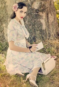 Idda van Munster: 1950s Pageboy hairstyle. Summer wind. Elegant headscarf.