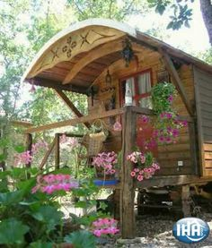 Gypsy Caravan for rent in Sanary sur Mer IHA 40793 Charming Gypsy Caravan Sanary sur Mer Charming vacation rental Var Provence Alpes Côte d'Azur (French Riviera) France Trailer Casa, Gypsy Trailer, Gypsy Living, Tiny House Living, Gypsy Home, Xingu, Gypsy Wagon, She Sheds, Little Houses