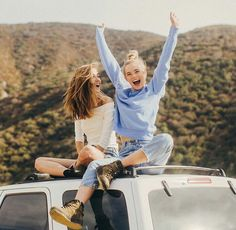 27 Ideas Photography Poses Bff Girlfriends For 2019 Photos Bff, Best Friend Photos, Bff Pictures, Best Friend Goals, Cute Photos, Bff Pics, Travel Pictures, Cute Bestfriend Pictures, Best Friend Pictures Tumblr