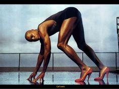 Olympic champion Carl Lewis stars in Pirelli's most famous ads from the Photography by Annie Leibovitz. Carl Lewis, Charlie Kelly, Charlie Day, Famous Ads, Graphic Design Letters, Annie Leibovitz Photography, Men In Heels, High Heels, Uma Thurman
