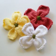 This video shows how to knit a dogwood blossom. The flower is knitted separately and then the pieces are assembled. For complete dogwood blossom pattern, vis...