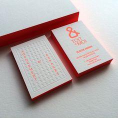 Impression : 1 couleur fluo en débossage + 1 débossage pur recto / verso Papier : blanc 2 x 300 g Finition : couleur sur tranches  Design : Aurore Lemaitre