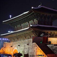 Imponente templo coreano en el centro de Seúl! #tequierocorea #corea #korea #templo #temple #asia #seul #seoul #downtown #centro #night #noche