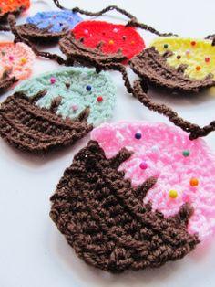 {Crochet Cupcake Garland}