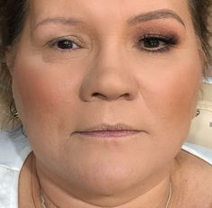 Pele madura Contour Makeup, Glam Makeup, Skin Makeup, Mother Of Bride Makeup, Asian Makeup Tutorials, Makeup Tips For Older Women, Makeup Over 50, Makeup Before And After, Power Of Makeup