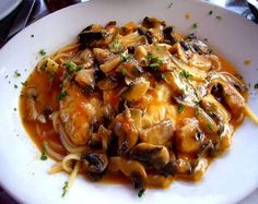 I love Carrabas Chicken Marsala...this is a copy cat.