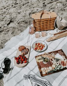 Tips + What to Pack for a Beach Picnic - Homey Oh My