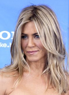 Jennifer Aniston Blonde Hair - love the messy part!