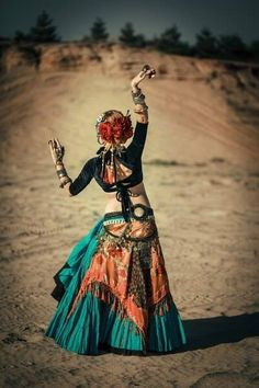 ❤️ ATS, American Tribal Style #Bellydance, in alcune pose riprende il #Flamenco…