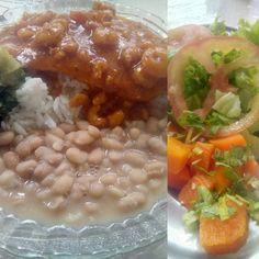 Um lugar que cumpre espetacularmente muito bem tudo que um bom restaurante deve ter, com grande destaque pra comida, que é o principal e realmente agrada bastante, pena que fica num lugar bem escondido e faz parecer completamente desconhecido ou que não tem nada de bom à oferecer.  #comida #food #almoco #restaurante #arroz #feijao #peixe #camarao #verdura #escarola #salada #alface #tomate #coentro #cenoura #XinGourmet  Filé de peixe com molho de camarões - R$12,90 em Café Do Mercado.
