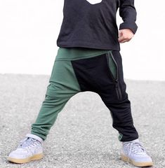 Our joggers are perfect for your hipster baby or hipster toddler who like to stand out! * Soft and comfortable X print drop crotch zipper joggers * Black zipper pocket in the front * Black vertical pocket on the back (Right side) Hipster Toddler, Toddler Swag, Toddler Pants, Toddler Boy Fashion, Kids Fashion, Trendy Boy Outfits, Toddler Outfits, Baby Boy Outfits, Kids Outfits