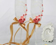 White wedding champagne glasses with beautiful roses-Romantic wedding toasting glasses-Wedding favor-Floral Toasting Flutes-Wedding gift Rustic Wedding Glasses, Wedding Toasting Glasses, Rustic Wedding Reception, Toasting Flutes, Champagne Glasses, Wedding Champagne, Chic Wedding, Wedding Favors, Wedding Gifts