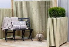 Nyt livet under himmelen. Outdoor Chairs, Indoor Outdoor, Outdoor Living, Outdoor Furniture Sets, Outdoor Decor, Bois Diy, Small Outdoor Spaces, Backyard, Patio