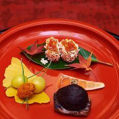 Japanese dinner #dinner #kaiseki #kennytanaka #goodlife #yum #food #foodpornography #foodart #tokyofood #tokyofoodie #japanese #japanesefood #japanesecuisine #foodlover #luxury #finedining by richardatan