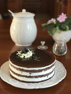 Čokoládový dort se zrcadlovou polevou a borůvkami | jentaksiupect.cz Cake, Desserts, Tailgate Desserts, Deserts, Kuchen, Postres, Dessert, Torte, Cookies
