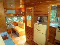 When you find a camper, stop and ask about doing it. Your camper is in fact the sweetest. The pop-up camper is one which is quite popular due to its l. Camper Interior Design, Vintage Camper Interior, Trailer Interior, Interior Ideas, Vintage Campers Trailers, Vintage Caravans, Camper Trailers, Vintage Motorhome, Vintage Airstream