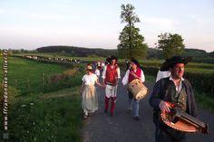 Costume Bourbonnais. Rando fiches Lapalisse marche en groupe, nov. 2011