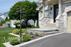 Modeste élégance | Martel Paysagiste Julie, Sidewalk, Elegant, Gardens, Exterior Houses, Landscape Planner, Classy, Chic, Sidewalks
