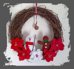 Christmas wreath with recycled vine Virginia creeper from our decorated by Christmas decorations garden: snowman gingerbread and snowman surrounded by poinsettia flowers and of course the bell ... Didi & Tom Creation (http://didiettom-creation.blogspot.fr/).