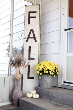 Want to have the prettiest front porch on the block this fall? Check out these DIY fall porch decorating ideas that are both easy and cheap to make! Fall Home Decor, Autumn Home, Holiday Decor, Diy Autumn, Decoration Inspiration, Decoration Design, Decor Ideas, Creative Inspiration, Silhouette Projects