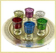 Juego de 6 vasos para beber té: tiene en un juego de 6 vasos, cada uno de un color.  Están grabados y tienen relieve, de muy buena calidad.