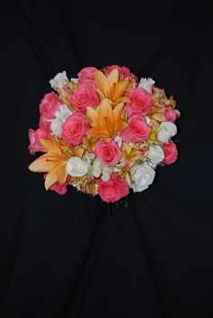 Understated elegance in this bouquet of Amsterdam roses, peach LA hybrid lilies and White Majolica English tea roses.
