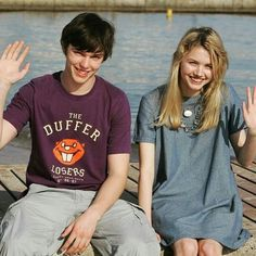 Find images and videos about boy, smile and friends on We Heart It - the app to get lost in what you love. Best Tv Shows, Movies And Tv Shows, Skins Generation 1, Cassie Skins, Skin Aesthetics, Hannah Murray, Tv Show Outfits, Skins Uk, Uk Photos