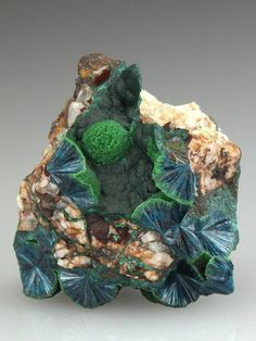 Wavellite is used in crystal healing to enhance and improve decision-making, intuition and to help energy flow smoothly.  Wavellite is also a stone used to calm anger. It can gently raise issues deep in the psyche such as abuse and trauma, to help bring about a soul healing. Soul healing