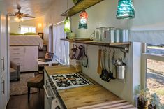 Architect Builds Tiny 196 Square-Foot Dream House From Scratch Cash-strapped Idaho architect Macy Miller wanted a place of her own without the burdensome mortgage, so she decided to build a tiny house. Tiny House Swoon, Tiny House Living, Tiny House Plans, Tiny House On Wheels, Small Living, Living Area, Living Room, Kitchen Living, Microhouse