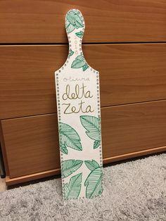Sorority paddle #deltazeta Sorority Canvas, Sorority Paddles, Sorority Crafts, Sorority Recruitment, Delta Zeta, Tri Delta, Craft Gifts, Diy Gifts, Chi Omega Crafts