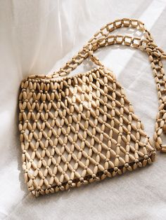 Sisu Vintage beaded bag – My All Pin Page Popular Handbags, Popular Purses, Beaded Purses, Beaded Bags, Diy Fashion Accessories, Handbag Accessories, Diy Handbag, Macrame Bag, Vintage Handbags