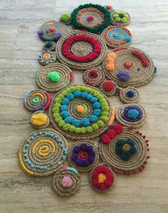 Discover thousands of images about Inspire-se nesse tapete super criativo. Embroidery Patterns, Hand Embroidery, Knitting Patterns, Crafts To Make, Arts And Crafts, Diy Crafts, Rope Rug, Jute Crafts, Weaving Techniques