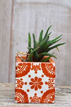Make Beautiful Moroccan Planters In Under 10 Minutes - Pillar Box Blue Square Planters, Diy Planters, Hanging Planters, Garden Planters, Flower Boxes, Diy Flowers, Painted Pots, Hand Painted, Ceramic Tile Crafts
