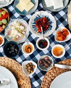 Günaydın - Good Morning ☕  Uyaninca ozlenenlerde bugun: @evbharat hotelin kahvaltisi. Yılbaşı açık. 2 gece iki kişi oda kahvaltı 622 TL. Daha fazla bilgi için: ☎ 0232-7160458  www.kucukoteller.com.tr/ev-bharat-otel #alacati #cesme #izmir #evbharat #kahvalti #yılbasiacik #kucukotellerevbharat