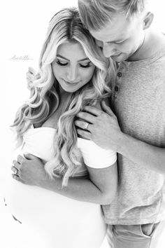 Having husband included in maternity photos...