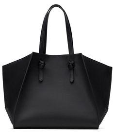geometric tote from Zara_love the shape, material not so much (PU) Zara Handbags, Black Handbags, Tote Handbags, Tote Purse, Zara Tote Bags, Fall Bags, Cute Backpacks, Shopper, Fashion Handbags