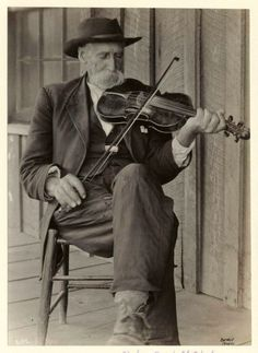 mountain musical instruments | American mountain fiddler, 1920, from here