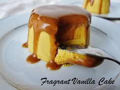 Sooooo close to being AIP, other than the cinnamon. Raw Pumpkin Crème Caramel from Fragrant Vanilla Cake Clean Eating Desserts, Raw Desserts, Eating Raw, Healthy Desserts, Just Desserts, Delicious Desserts, Dessert Recipes, Raw Cake, Caramel Recipes