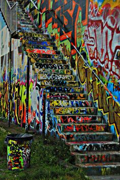 graffiti wall in Seattle!!:3