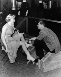 ~~marilyn on rollers~~ - roller-skating Photo