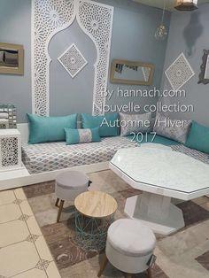 Le SALON ZEINA existe aussi en noir . Nous vous proposons ce modèle en 80 cm de largeur pour un confort égal à celui d'un canapé, avec des banquettes d'angle de 100×100 cm. Les nouveaux matelas en mousse HR (haute résilience) sont très confortables avec un accueil moelleux et souple. Le tissu est au choix, déhoussable et lavable en machine à 30° … Moroccan Decor Living Room, Moroccan Interiors, Living Room Decor, Mediterranean Living Rooms, Floor Sitting, Moroccan Design, House Design, Interior Design, Banquettes