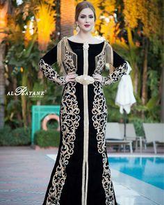 Location robe caftan marocain noir pour mariage caftan Location Takchita et caftan marocain France - Caftans Marocains Desi Wedding Dresses, Pakistani Wedding Outfits, Morrocan Dress, Moroccan Caftan, Arab Fashion, Diva Fashion, Caftan Dress, I Dress, Walima Dress