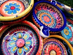 Rookwood pottery continues to be among the most collectible and in-demand art pottery brand names. Rookwood Pottery, Raku Pottery, Pottery Art, Pottery Designs, Mexican Home Decor, Mexican Art, Pottery Painting, Ceramic Painting, Tile Painting