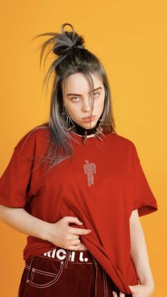 The Best of Billie Eilish The overall aesthetic of Billie Eilish seems to be one that has a heavy emphasis on being low-key. There is nothing about her personality or style that screams Billie Eilish, Videos Instagram, Album Cover, Eleanor Calder, Mode Streetwear, Grunge Hair, Soft Grunge, Lany, Funny Videos