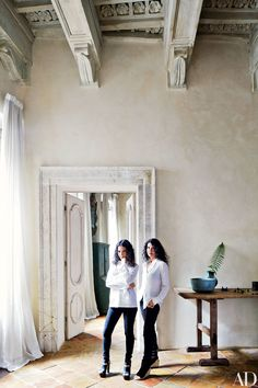Katia and Marielle Labèque's Apartment and Studio in Rome : The Rome apartment of pianists Katia (left) and Marielle Labèque was renovated by architect Alessio Lipari and decorated by Axel Vervoordt Rome Apartment, Parisian Apartment, Axel Vervoordt, Classy People, Ceiling Detail, Celebrity Houses, Recording Studio, Elegant Homes, Architectural Digest