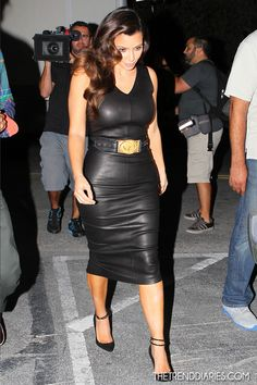 Kim Kardashian wearing Tom Ford Padlock Ankle Strap Pump Balmain Black Leather Belt With Gold Buckle. Kim Kardashian Out with friends in Miami November 2 Pics Of Kim Kardashian, Kardashian Style, Kardashian Fashion, Black Leather Dresses, Dress Black, Celebs, Celebrities, Cheap Dresses, Star Fashion